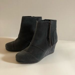 Toms Gray Suede Wedge with tassels size 8